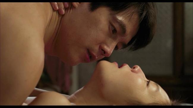 """""""Scarlet Innocence"""" đã làm khán giả bị ngộp thở vì những cảnh quay gợi tình."""