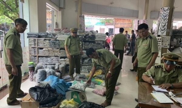 Bắc Ninh: Tạm giữ hơn 33.000 sản phẩm có dấu hiệu giả mạo nhãn mác - 1