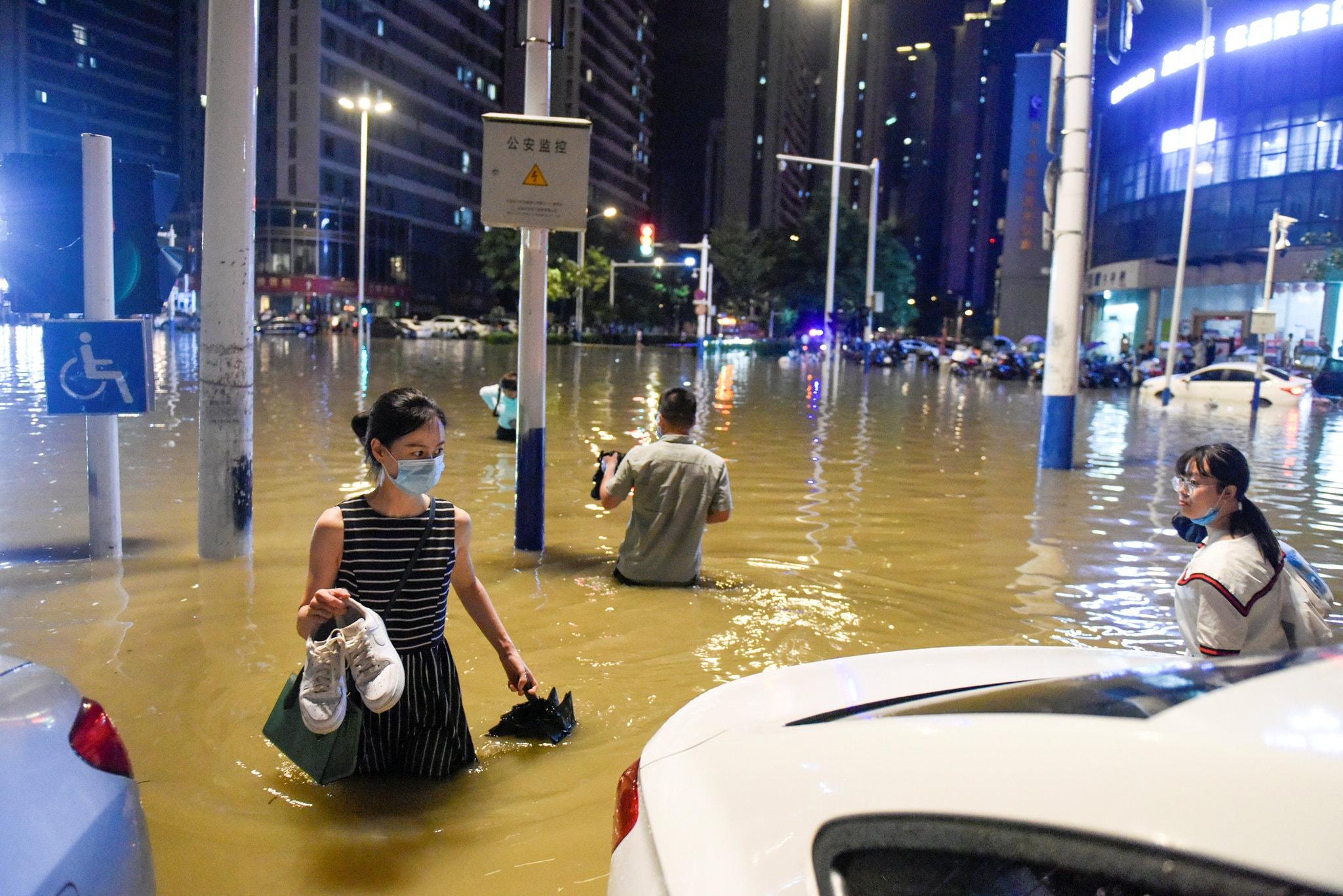 Trung Quốc thiệt hại bao nhiêu khi mưa lũ và nguy cơ vỡ đập? - 1