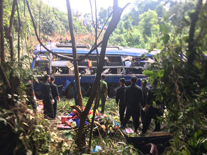 Tai nạn 5 người chết ở Kon Tum: Vừa đổi lái được 2km thì xe lao xuống vực - 1