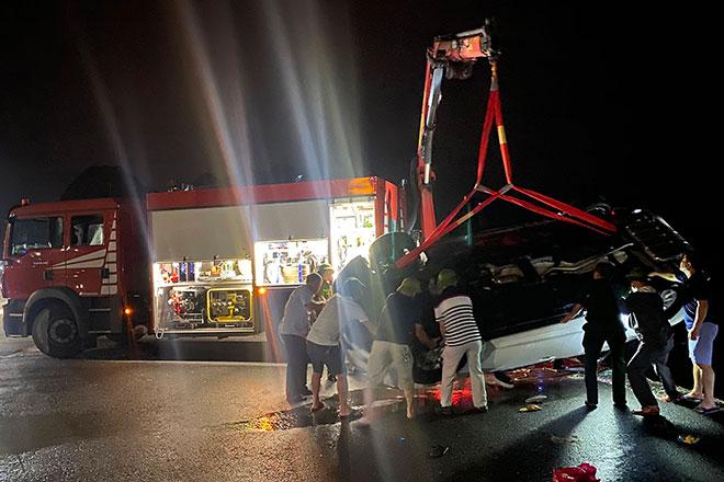 Ô tô lao xuống biển ở Quảng Ninh, 3 người chết - 1