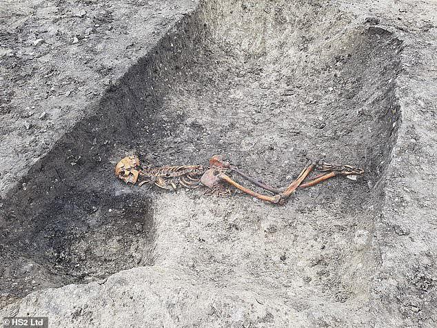 """Đường tàu cao tốc """"lao thẳng"""" vào mộ cổ kinh hoàng 2.000 năm tuổi - 1"""