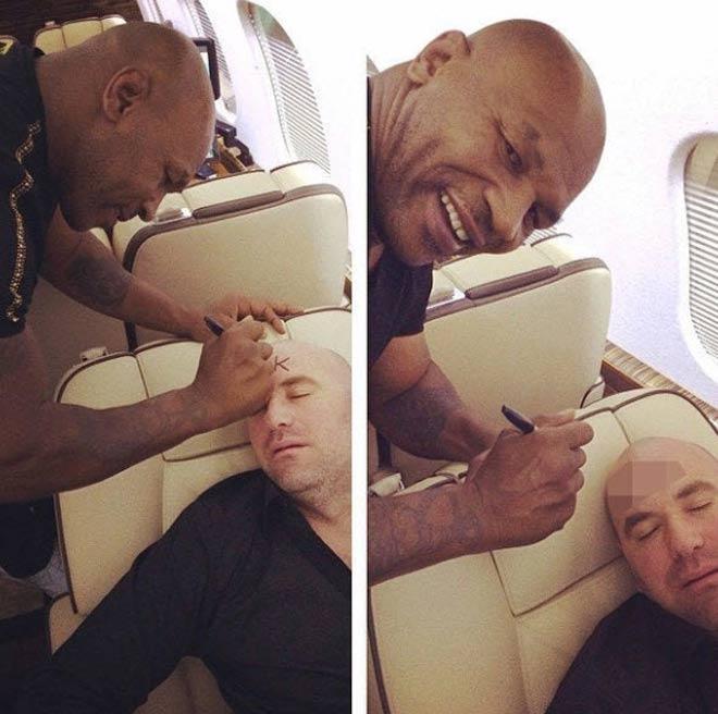 """Mike Tyson quậy phá, """"vẽ bậy"""" lên mặt """"Bố già"""" UFC trên máy bay - 1"""