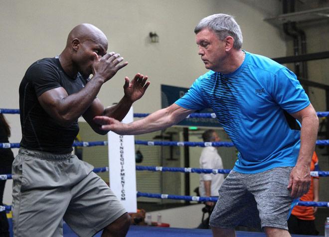 Tin nóng võ thuật: HLV xin lỗi Mike Tyson sau 30 năm, Mayweather tái xuất - 1