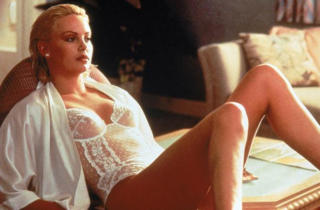 Người đẹp táo bạo đóng cảnh khỏa thân trong phim khi chỉ mới 21 tuổi