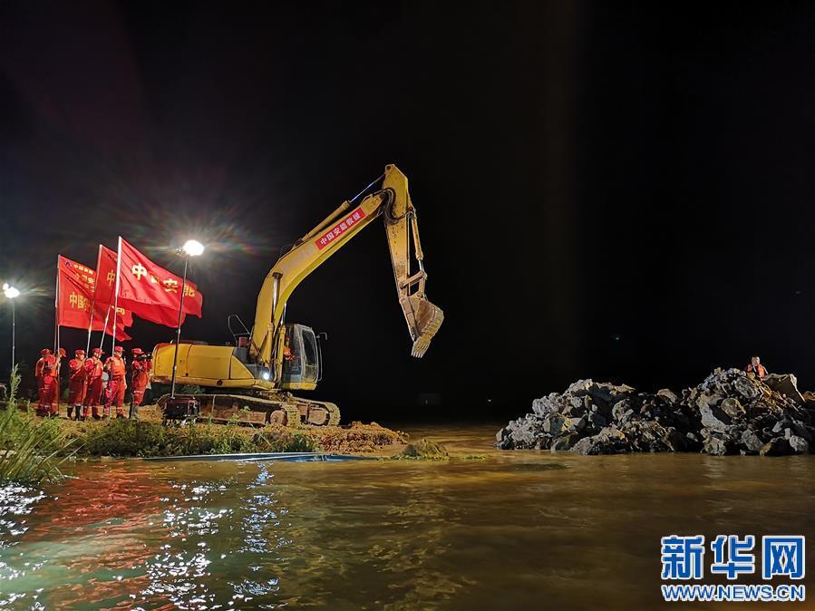 Vỡ đê ở hồ nước ngọt lớn nhất TQ, 1.000 quân đổ về ứng cứu - 1