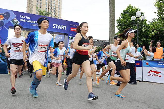 Li-Ning đồng hành cùng hàng nghìn vận động viên chinh phục Tây Hồ Half Marathon 2020 - 1