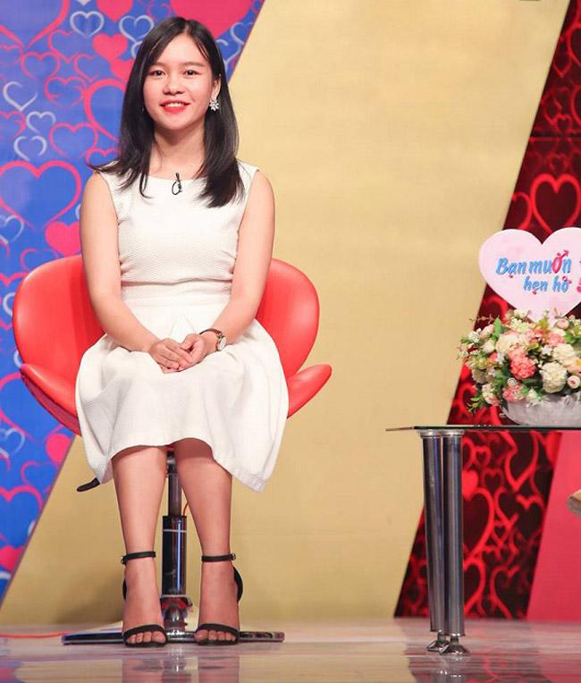 """""""Hot girl Phú Yên"""" Bích Phương (25 tuổi) đến """"Bạn muốn hẹn hò"""" vào tháng 11/2017, tập phát sóng 330."""