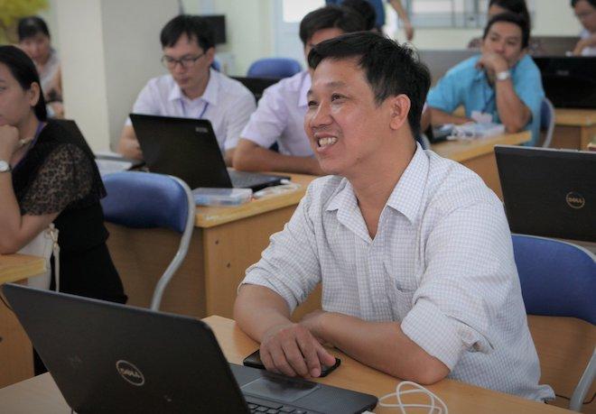 Chuyện về người thầy ở vùng sâu tiên phong phổ cập khoa học công nghệ cho HS - 1