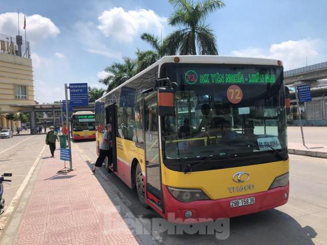Cận cảnh tuyến xe buýt doanh nghiệp 'dọa' dừng hoạt động ở Hà Nội - 1
