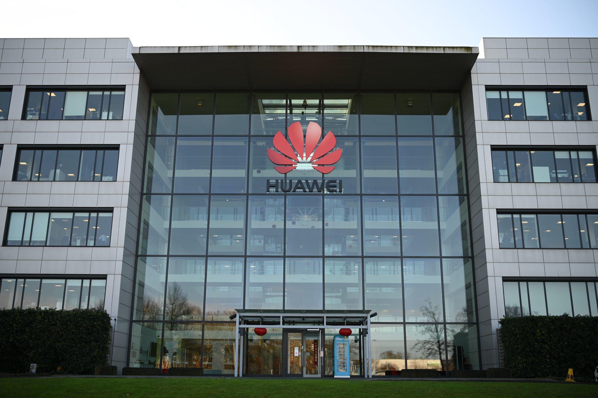 Anh chính thức cấm cửa Huawei, leo thang căng thẳng với Trung Quốc - 1