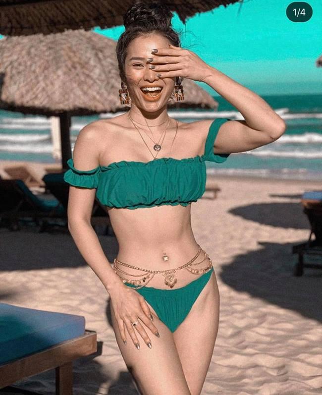 Vòng 3 cong vút, tròn trĩnh của cô là vòng 3 dáng chữ O, rất hiếm người châu Á có được. Cô tận dụng đồ bơi nhỏ để phô diễn thế mạnh cơ thể cuốn hút.