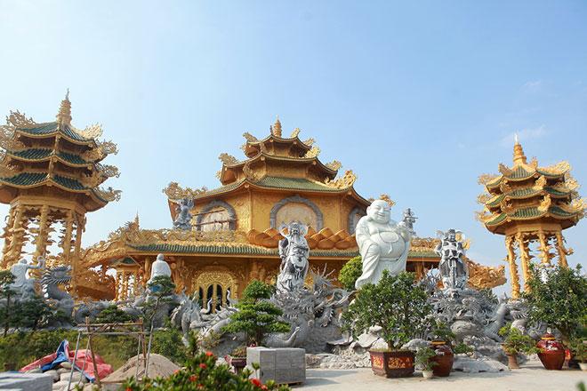 """Ngôi chùa """"dát vàng"""" có cả trăm con rồng, phượng uốn lượn ở Hưng Yên - 1"""