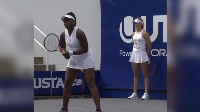 """Mỹ nhân Bouchard """"hết thời"""" chuyển sang làm cô gái nhặt bóng tennis - 1"""