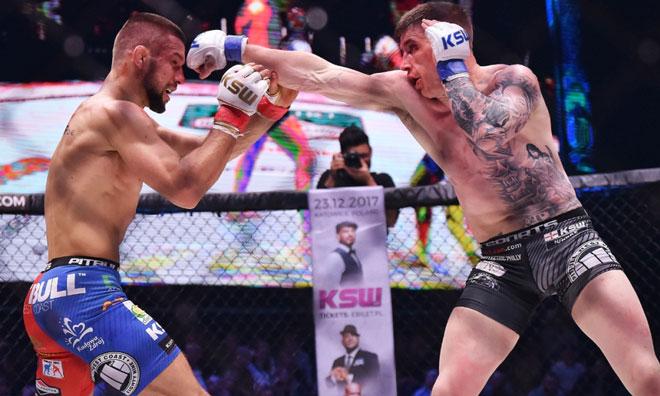 Sững sờ MMA: Võ sĩ xăm trổ hổ báo bị đấm tối tăm mặt mũi - 1