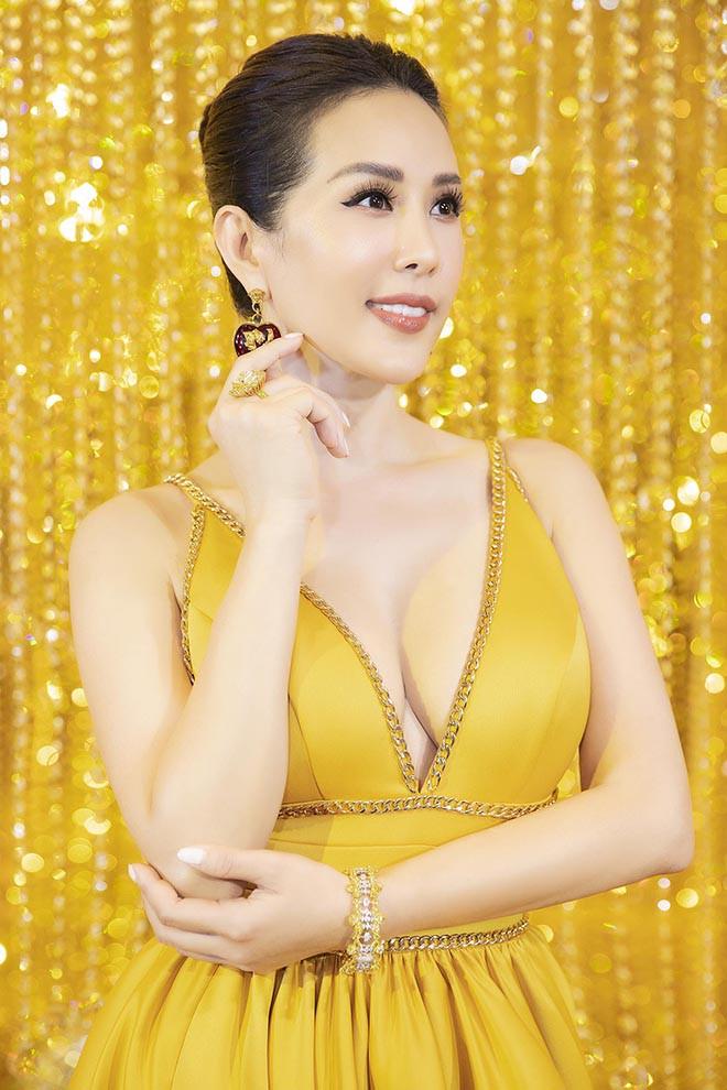"""Hoa hậu Việt chọn sai chồng 2 lần, từng bị người tình """"cắm sừng"""" - 1"""