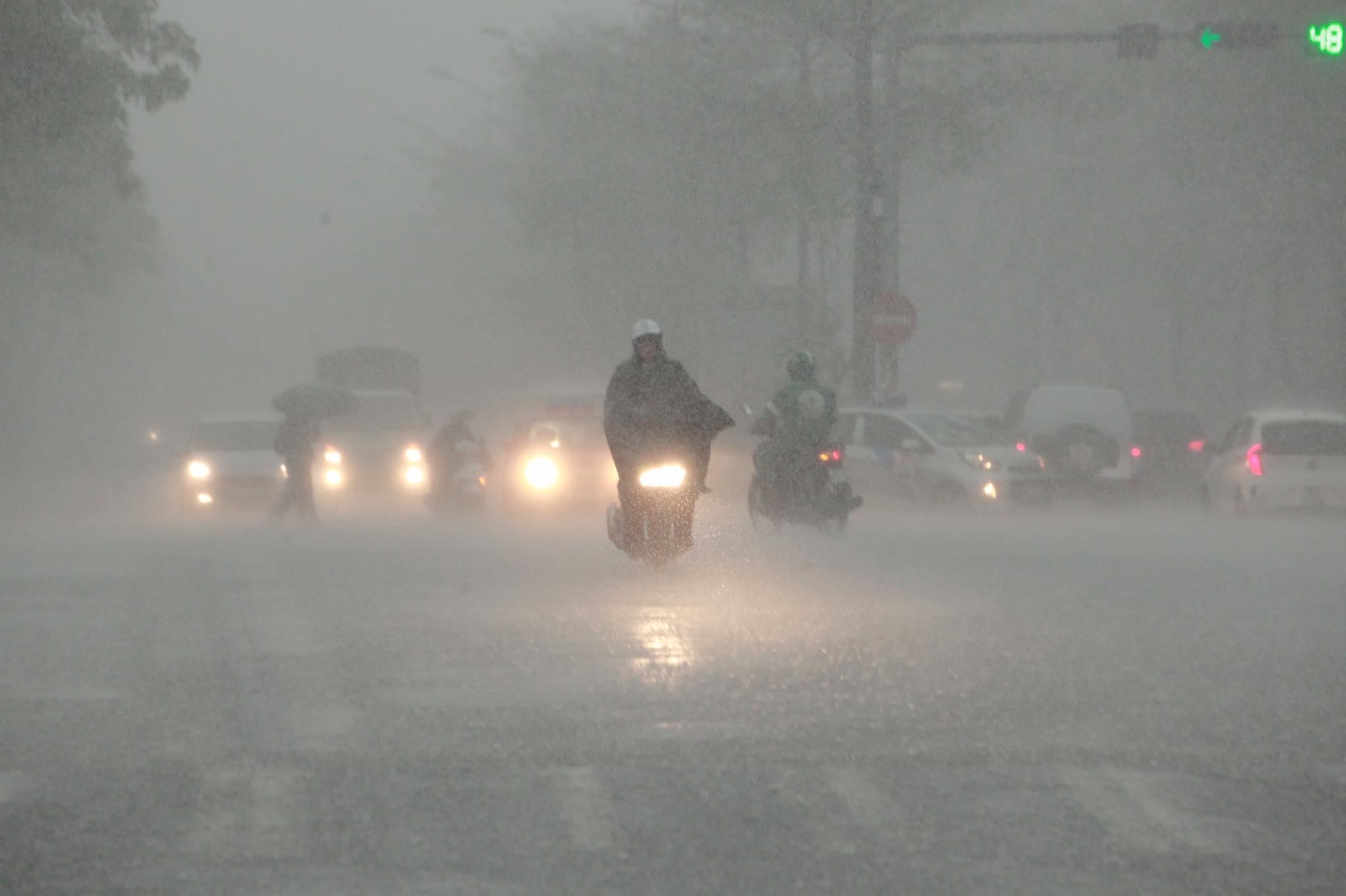 Đợt mưa dông đang giải nhiệt cho miền Bắc còn kéo dài đến khi nào? - 1