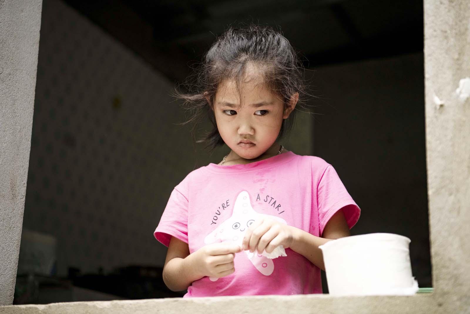 Thiên thần 7 tuổi 2 lần mồ côi mẹ, tự tay chăm sóc bố mắc bạo bệnh và giấc mơ nhói lòng - 10