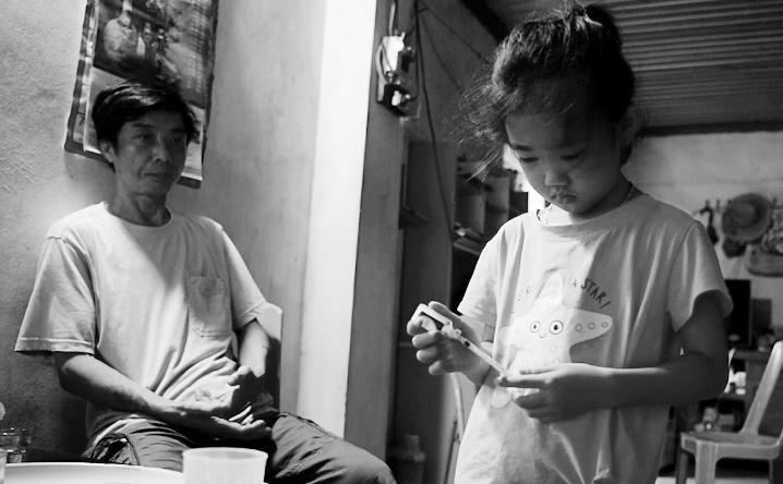 Thiên thần 7 tuổi 2 lần mồ côi mẹ, tự tay chăm sóc bố mắc bạo bệnh và giấc mơ nhói lòng - 14