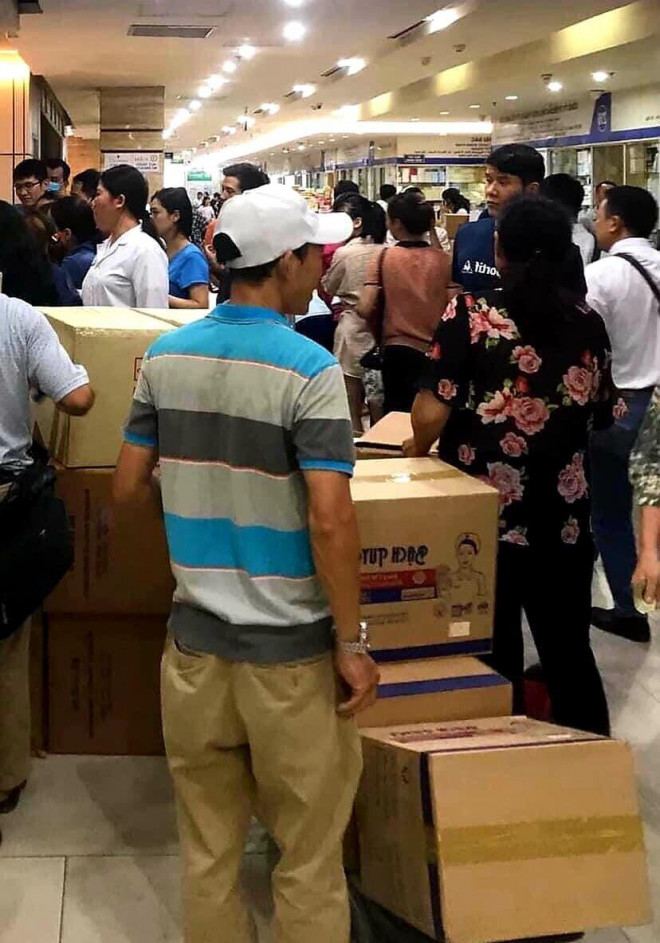 """Thị trường khẩu trang """"nóng"""" lại sau tin ca nghi nhiễm Covid-19 tại Đà Nẵng - 1"""
