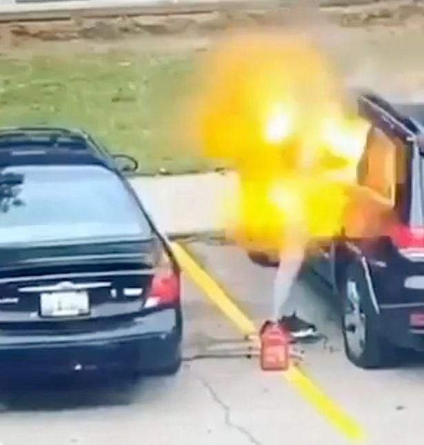 Video: Cô gái đốt xe bạn trai bên ngoài nhà nghỉ - 1