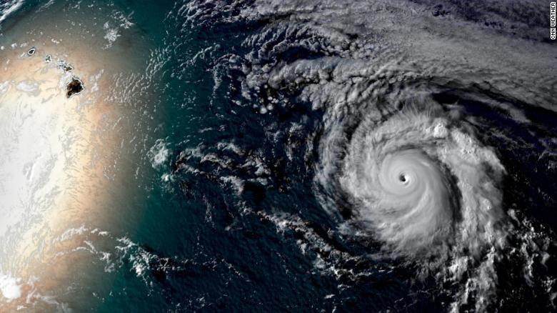 Ảnh vệ tinh siêu bão mạnh nhất trên Trái đất hiện nay tiến thẳng đến Hawaii - 1