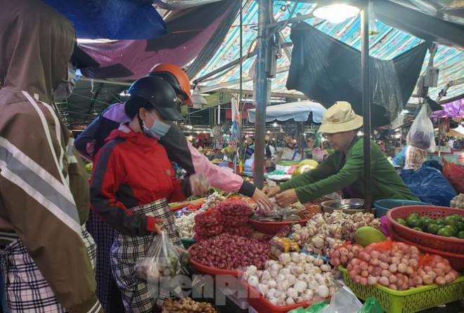 Đà Nẵng phát thông báo người dân không cần tích trữ thực phẩm - 1