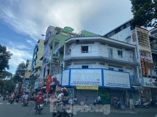 Nhà phố tiền tỷ 'thi nhau' đóng cửa, treo biển cho thuê ở trung tâm Sài Gòn - 3