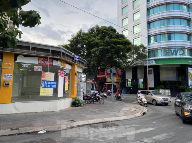 Nhà phố tiền tỷ 'thi nhau' đóng cửa, treo biển cho thuê ở trung tâm Sài Gòn - 2