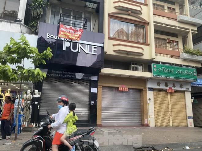 Nhà phố tiền tỷ 'thi nhau' đóng cửa, treo biển cho thuê ở trung tâm Sài Gòn - 4