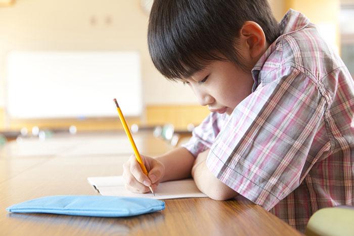 3 hậu quả khủng khiếp khi trẻ bị cha mẹ bắt ép học - 1