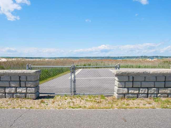 Đại lộ tỷ phú cũng có một sân bay trực thăng có thể đưa các nhà tài chính từ Phố Wall đến Hamptons trong 40 phút.