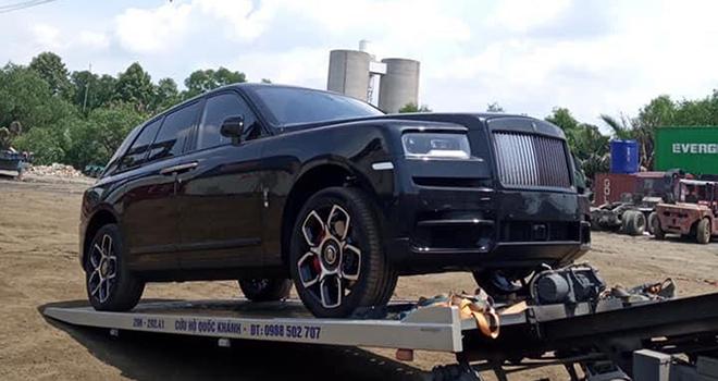 Rolls-Royce Cullinan Black Badge đầu tiên cập cảng đất Việt - 1