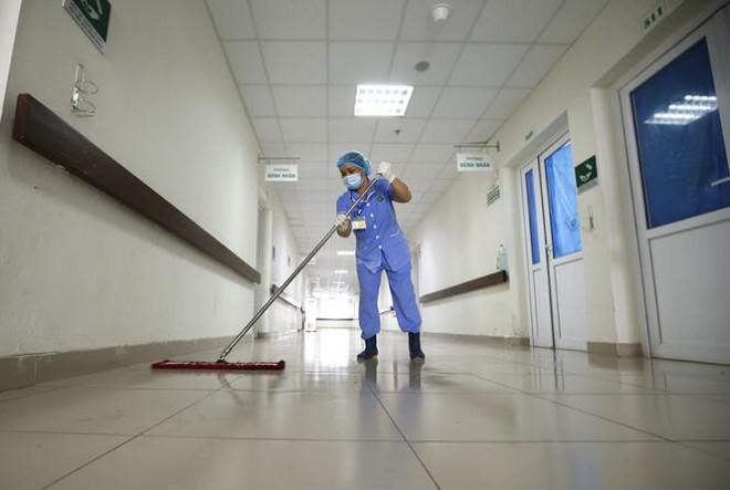 Bên trong bệnh viện đón 120 người nhiễm COVID-19 về từ Guinea Xích Đạo - 11
