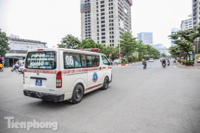 Xét nghiệm nhanh nhân viên cửa hàng Pizza có người nghi mắc COVID-19 ở Hà Nội - 11