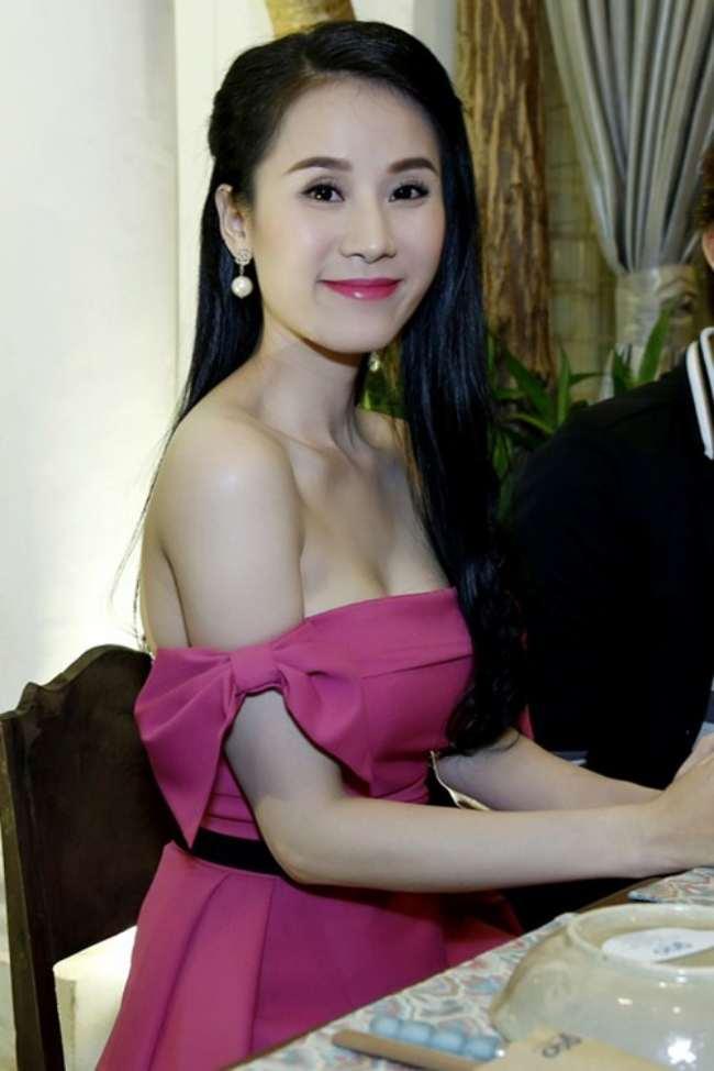 Sở VHTT&DL TP Hồ Chí Minh quyết định phạt 5 triệu đồng dành cho siêu mẫu Thái Hà vì mặc trang phục phản cảm.