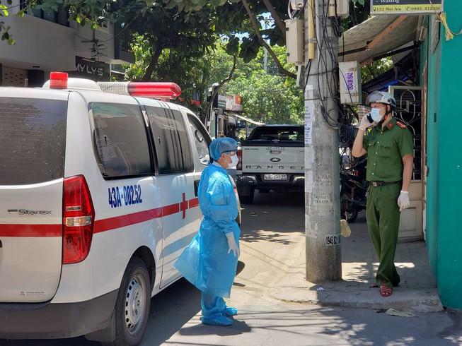 Tin tức 24h qua: Người đàn ông bôi nước bọt vào thực phẩm trong siêu thị ở Đà Nẵng - 1