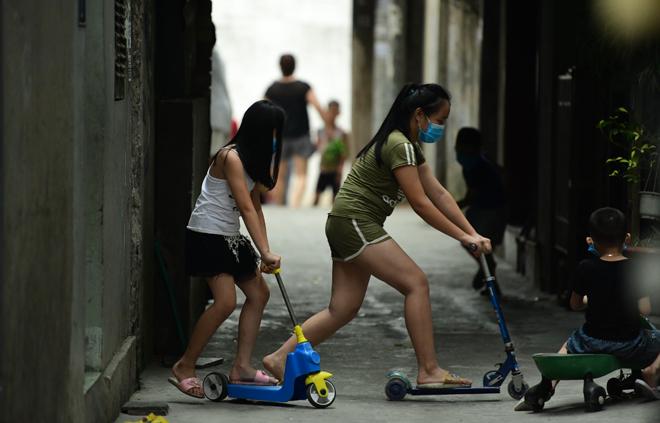 Hà Nội đưa những người tiếp xúc gần với ca 447, nhân viên cửa hàng pizza đi cách ly - 14