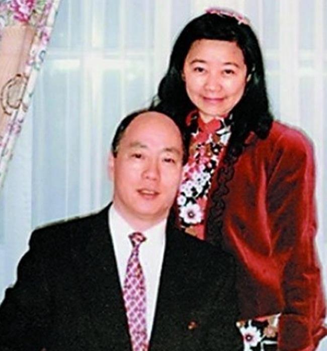 Chồng bà bị bắt cóc 3 lần, trong đó 2 lần được trả tự do sau khi trả tiền chuộc. Nhưng đến lần thứ ba thì ông không bao giờ trở về, và đến nay xác vẫn chưa được tìm thấy.