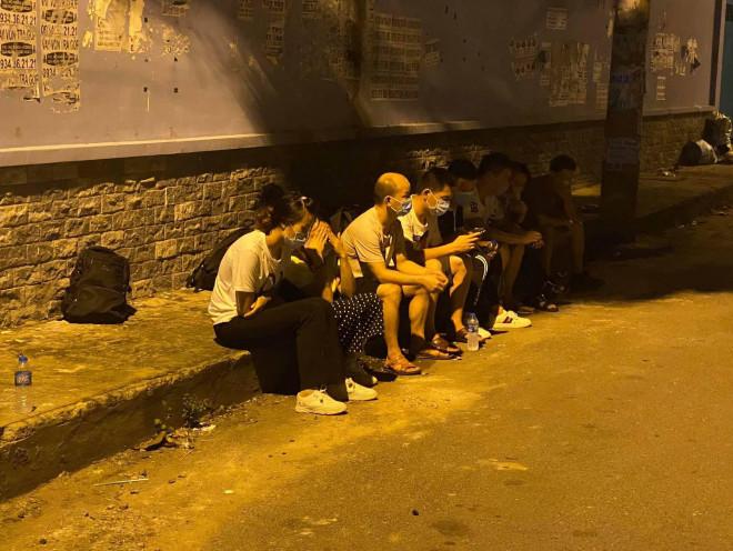 Thấy Công an quận Tân Phú, nhóm người Trung Quốc bung chạy - 1