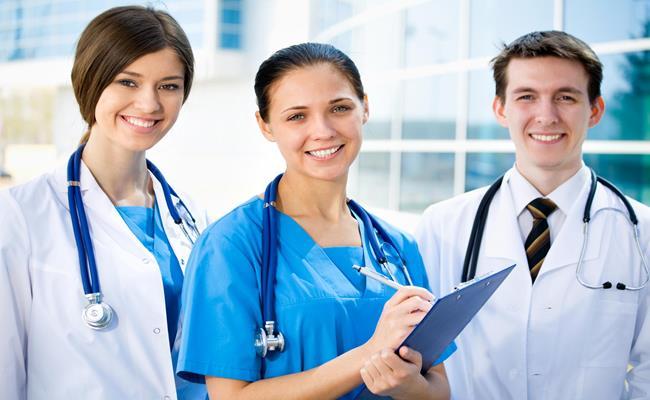 Xứ sở sương mù trả cho một bác sĩ chuyên khoa 150.000 USD (3,47 tỷ đồng), bác sĩ đa khoa được trả khoảng 118.000 USD (2,73 tỷ đồng).