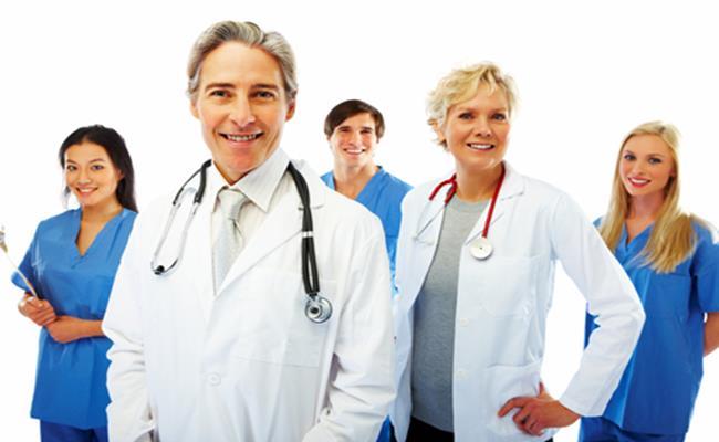 Mức lương của bác sĩ Australia dao động khoảng 91.000 USD (2,10 tỷ đồng) - đối với bác sĩ đa khoa và 247.000 USD (5,72 tỷ đồng) - đối với bác sĩ chuyên khoa.