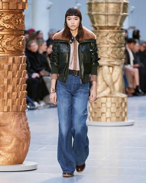 Quần jeans ống loe, màu ngà voi sẽ là xu hướng quần jeans lớn nhất mùa thu 2020 - 1