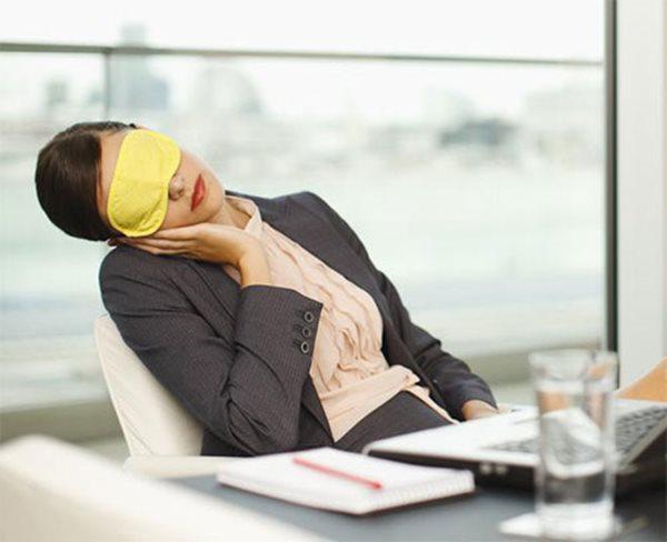 Những sai lầm dễ mắc khiến dân văn phòng dù say giấc ngủ trưa nhưng người càng thêm mệt - 3