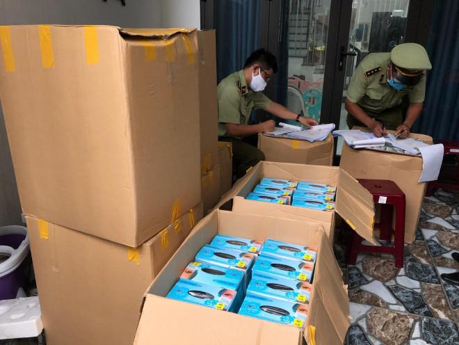 Đà Nẵng liên tục phát hiện khẩu trang y tế nghi ngờ kém chất lượng - 1
