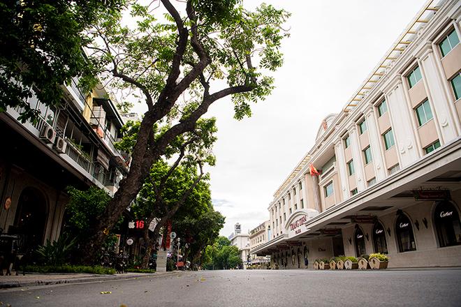 Bất ngờ hình ảnh phố đi bộ Hà Nội vắng như Tết ngày cuối tuần - 1