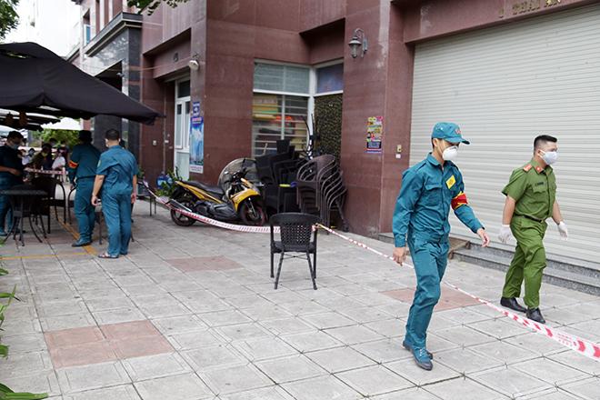 Phong tỏa chung cư ở Sài Gòn vì có ca nghi nhiễm COVID-19 - 1
