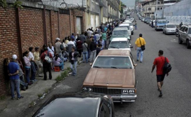 Hơn 4 triệu người Venezuela gần đây đã rời bỏ đất nước với mong muốn thoát khỏi tình trạng lương thấp, các bệnh viện xuống cấp, các dịch vụ cơ bản không được đáp ứng và thiếu an ninh.