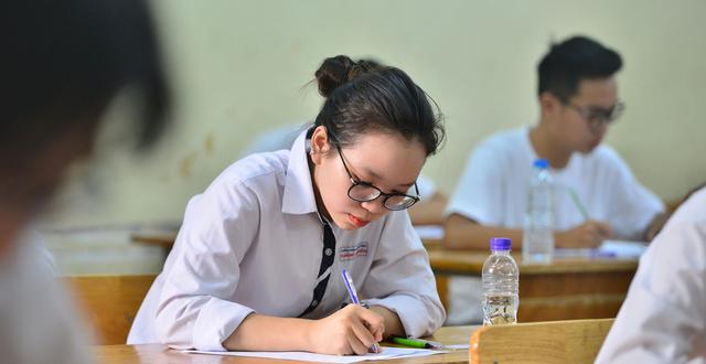 Bộ trưởng Phùng Xuân Nhạ đề xuất tổ chức 2 đợt thi tốt nghiệp THPT - 1