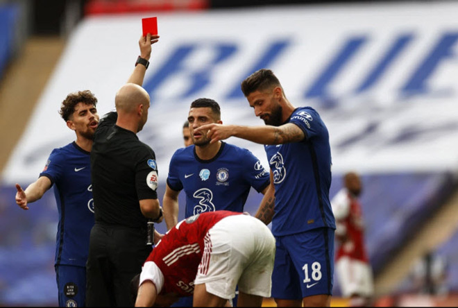 Controversy that Arsenal goalkeeper caught the ball out of the box, Chelsea was sent off - 2